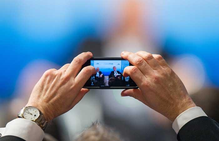jepret_pakai_smartphone1